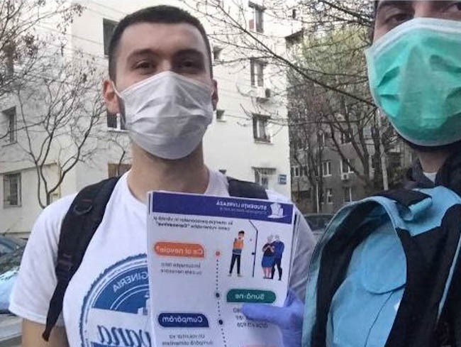 Student volunteers in Romania involved in informing and helping elederly people
